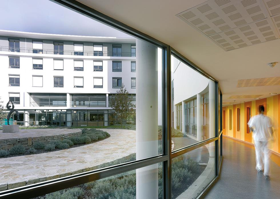 couloir-interieur-polyclinique