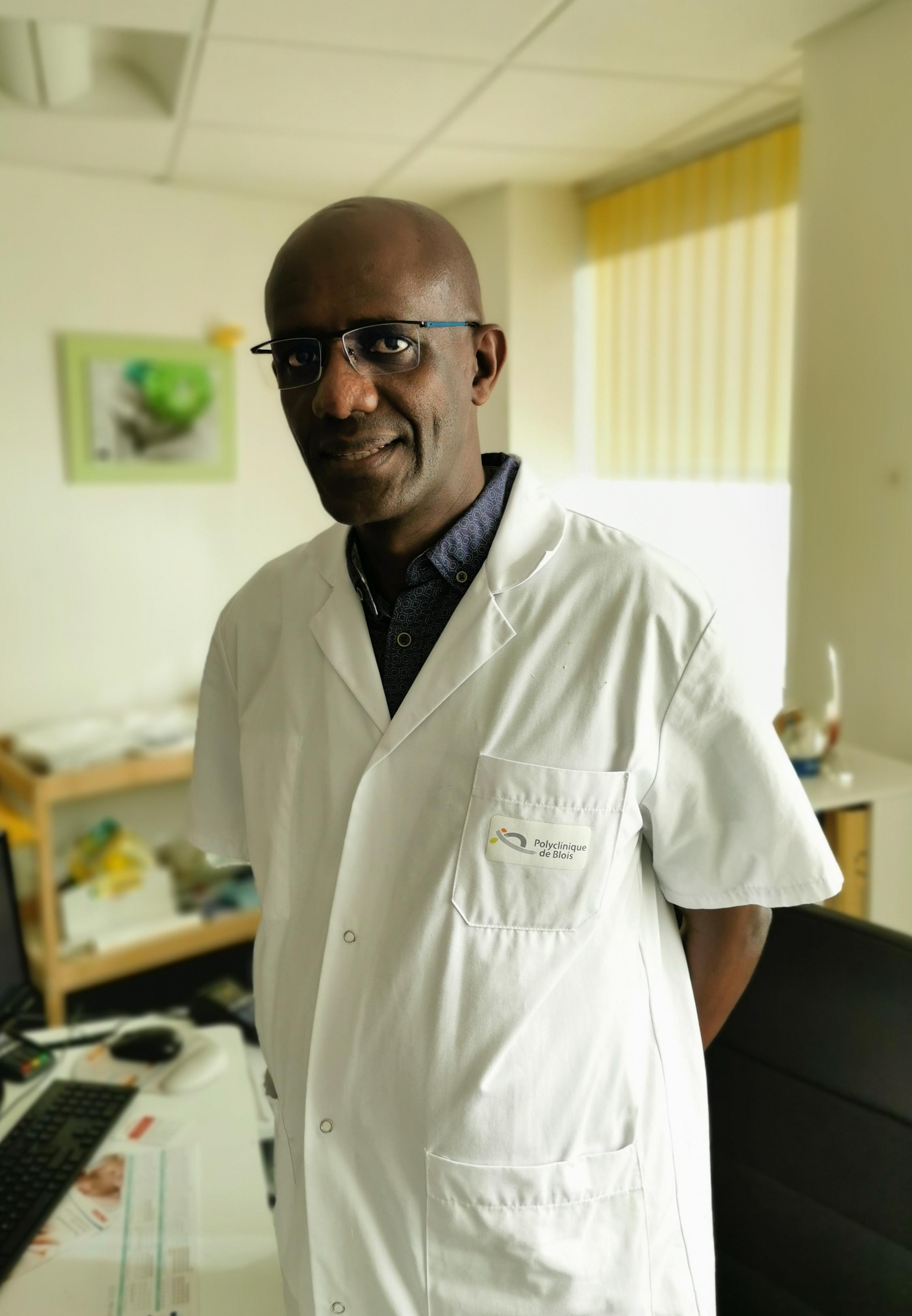 Dr Sindihebura